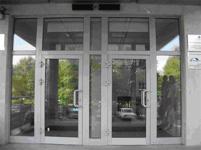 Входные группы с распашными дверьми