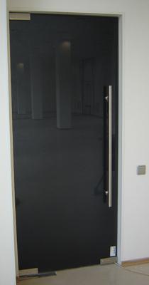 дверь из стекла